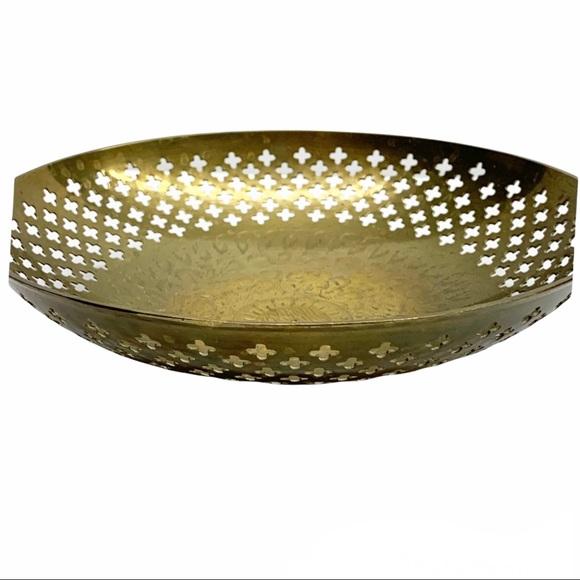 Vintage brass quatrefoil cut out floral etched decorative bowl fruit keys etc